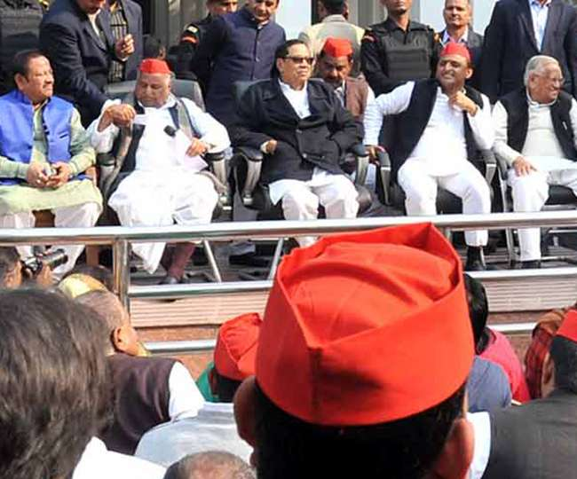 mulayam-singh-cracked-the-workers